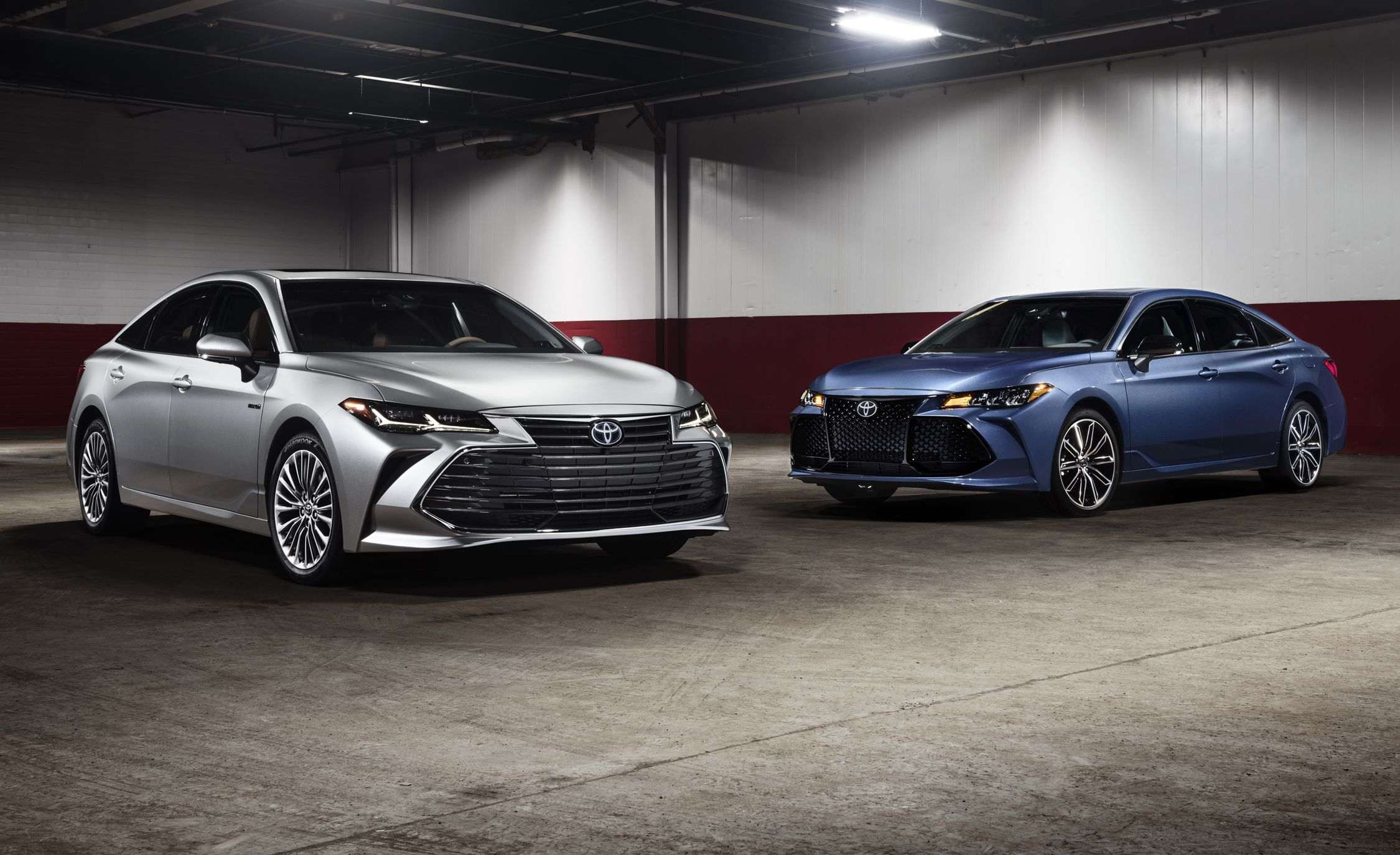 wheel first drive toyota two en review split in avalon a hybrid flagship news motor limited steering
