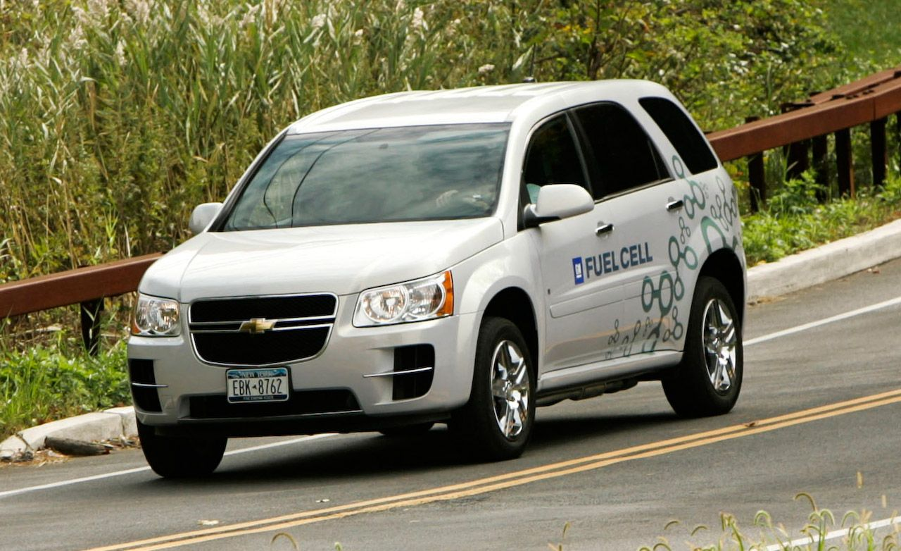 Equinox 2005 chevy equinox battery : 2008 Chevrolet Equinox Hydrogen Fuel-Cell Vehicle | First Drive ...