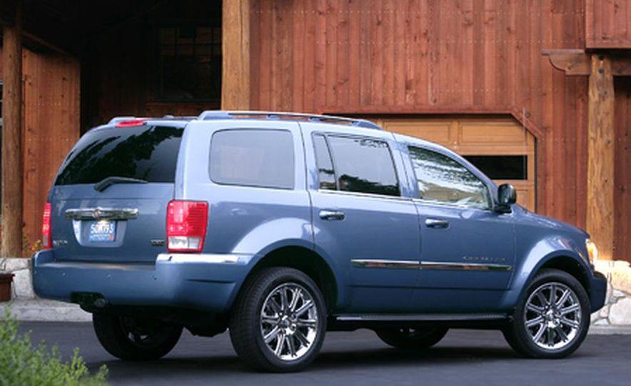 2007 Chrysler Aspen - Slide 1