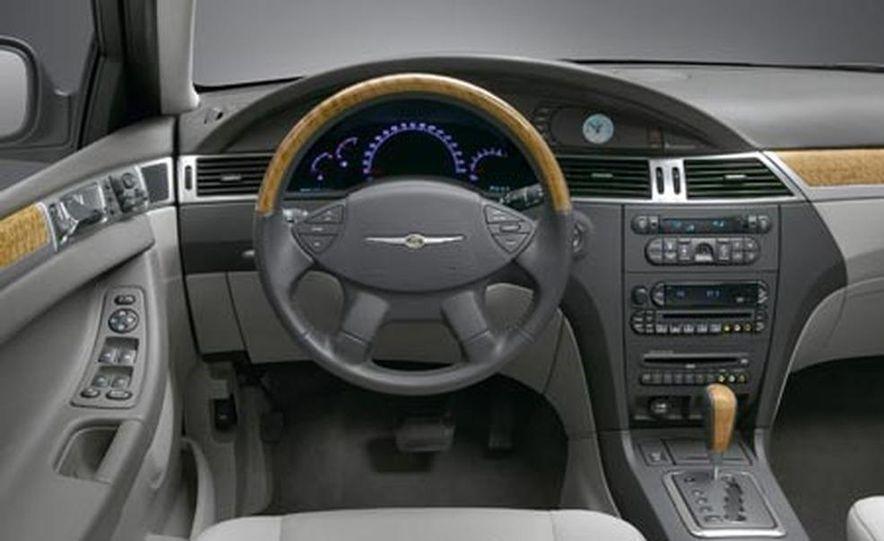 2007 Chrysler 300 - Slide 12