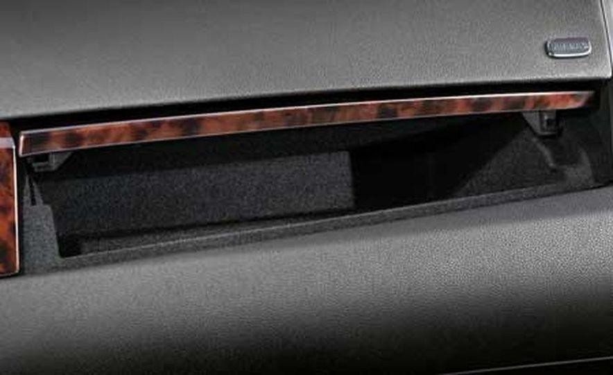 2007 Cadillac SRX - Slide 8