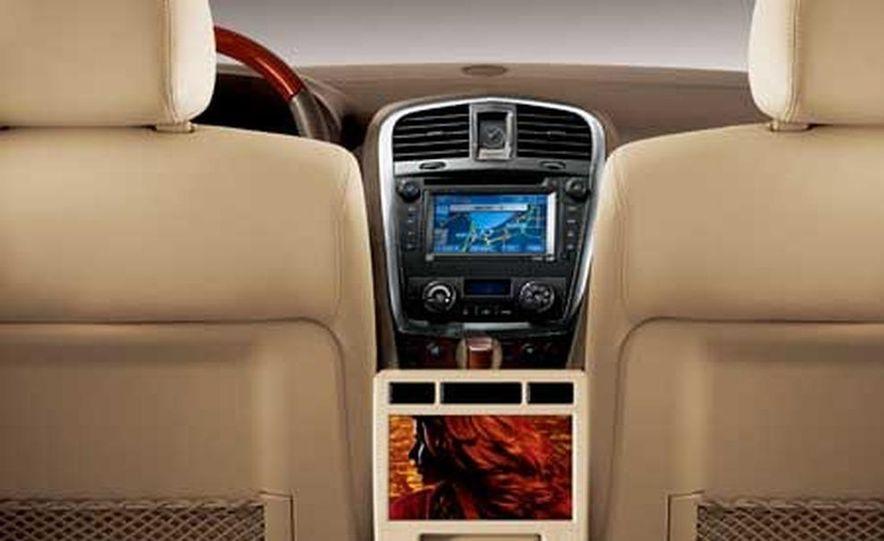2007 Cadillac SRX - Slide 11