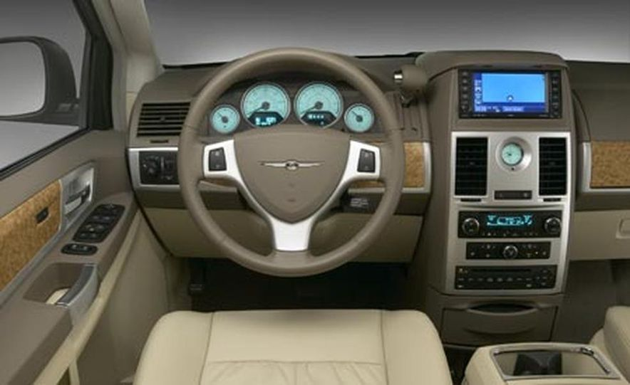 2008 Chrysler Town $amp; Country - Slide 9