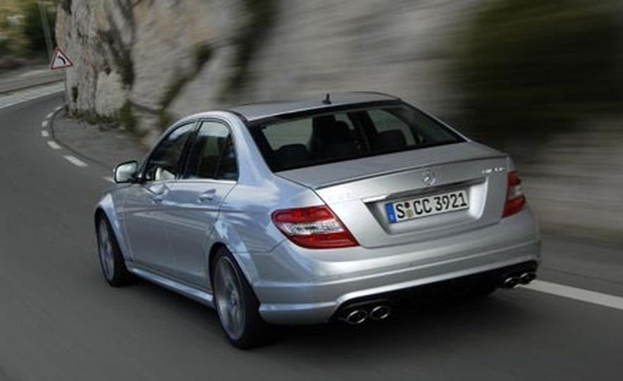 2008 Mercedes-Benz C63 AMG  - Slide 3