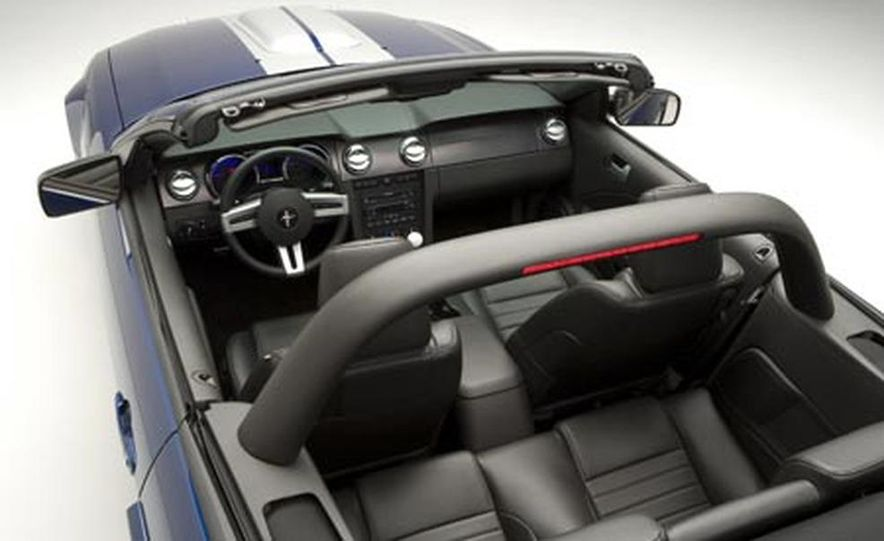 2008 Ford Mustang Shelby GT convertible - Slide 2
