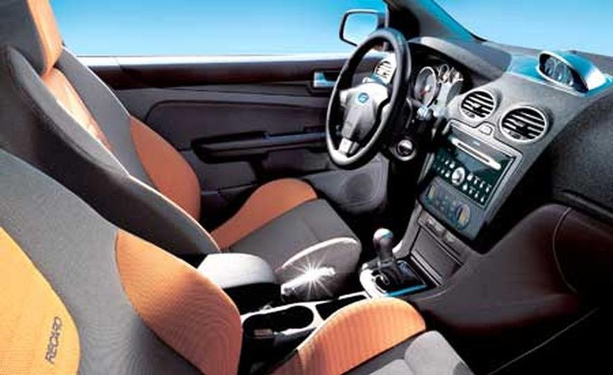 Ford Focus RS - Slide 18