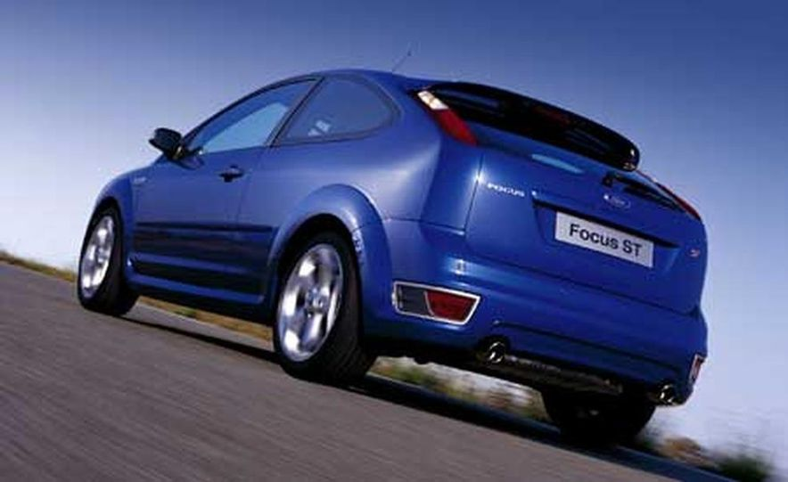 Ford Focus RS - Slide 11