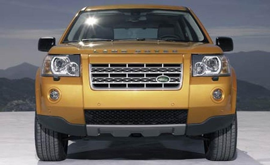 2008 Land Rover LR2 - Slide 4