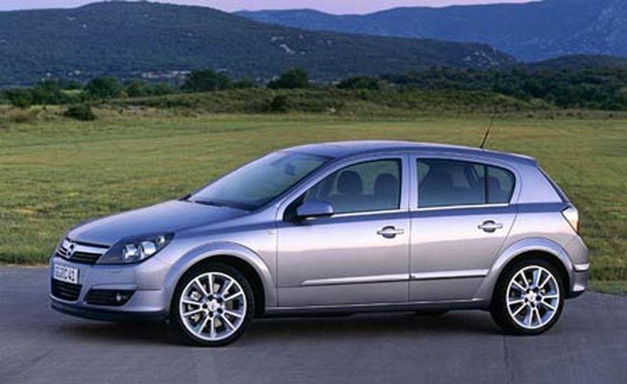 2008 Saturn Ion - 2006 Opel Astra 5-Door - Slide 1