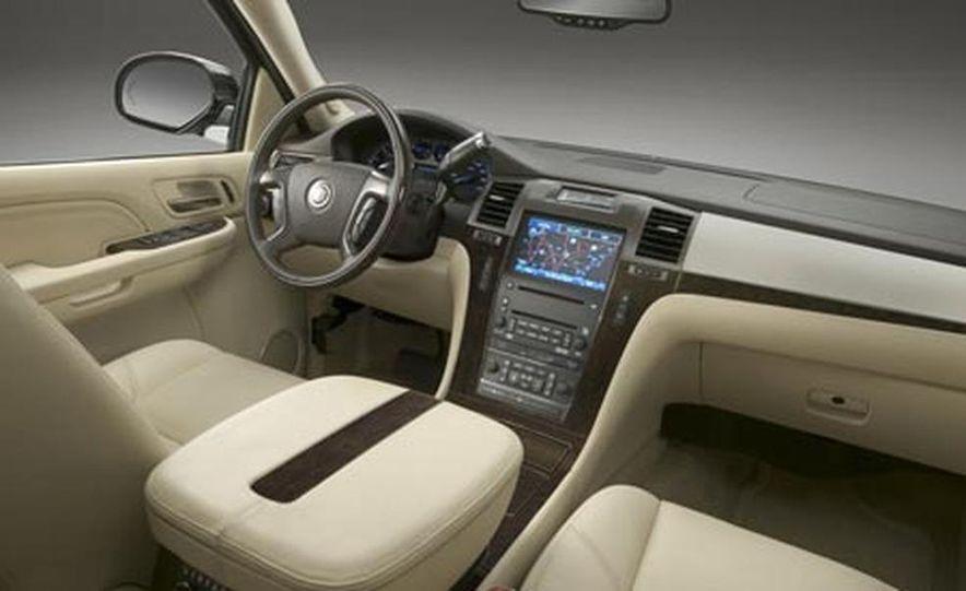 2009 Cadillac Escalade Platinum - Slide 19