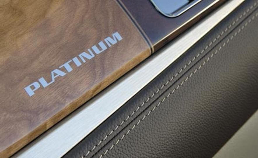 2009 Cadillac Escalade Platinum - Slide 8