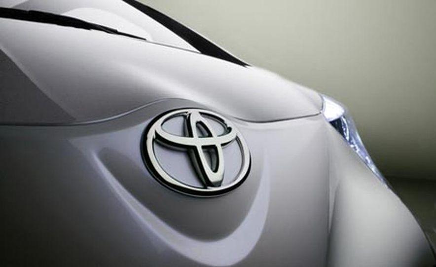 Toyota iQ concept - Slide 8