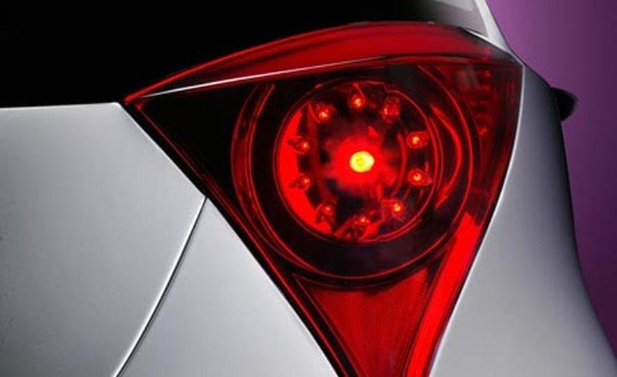 Toyota iQ concept - Slide 13
