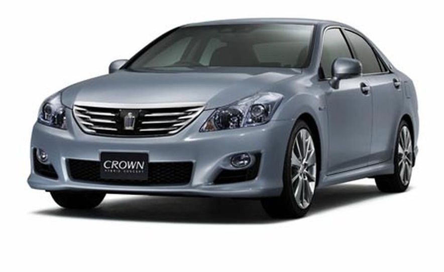 Toyota Crown Hybrid concept - Slide 1