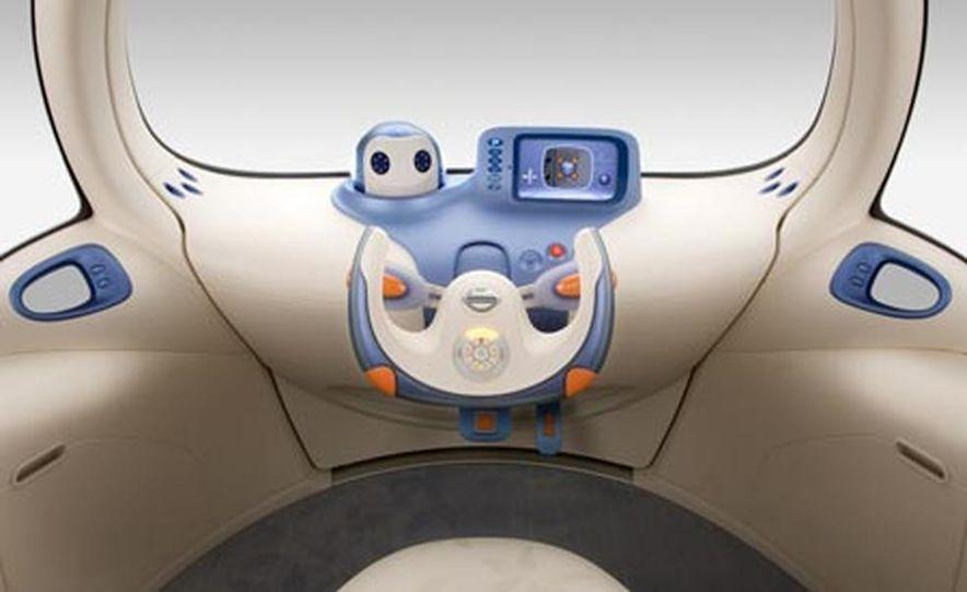 Nissan Pivo 2 concept<br /> <br /> - Slide 8