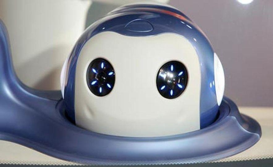 Nissan Pivo 2 concept<br /> <br /> - Slide 10