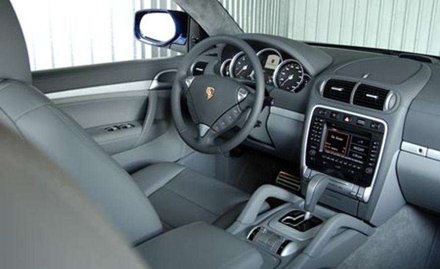 2009 Porsche Cayenne GTS - Slide 18