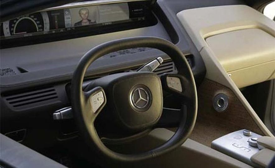 Mercedes-Benz F700 concept - Slide 11