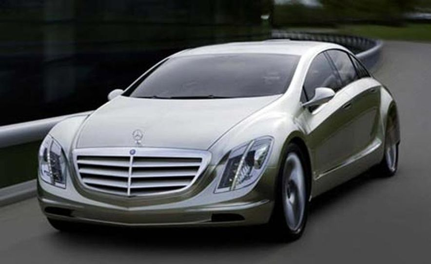 Mercedes-Benz F700 concept - Slide 1