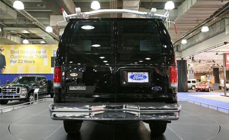 2008 Ford E-series - Slide 1