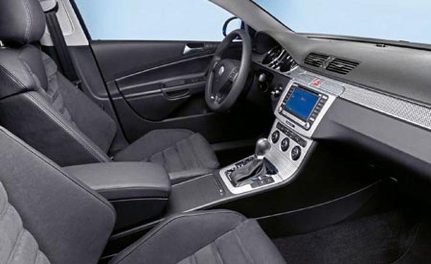 2007 Volkswagen Passat R36 - Slide 5