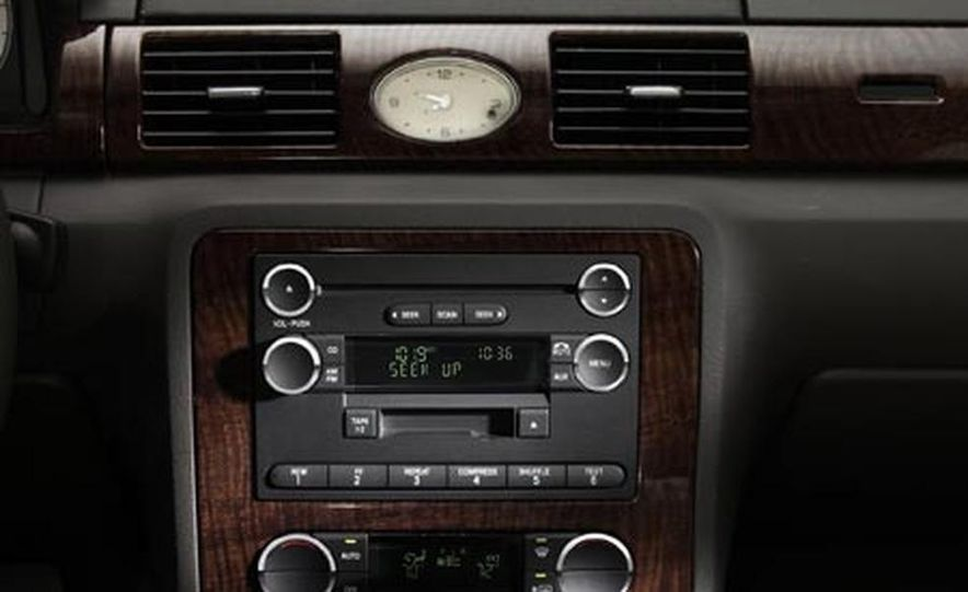 2008 Ford Taurus X - Slide 24