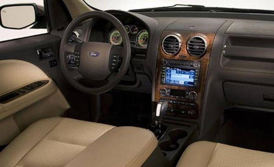 2008 Ford Taurus X - Slide 4