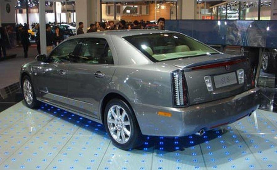 Cadillac SLS - Slide 2