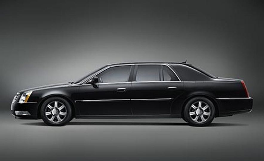 2007 cadillac dts l pictures photo gallery car and driver 2007 cadillac dts l slide 1 sciox Images