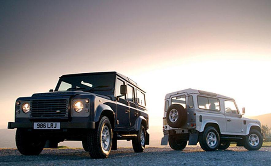 2007 Land Rover Defender - Slide 9