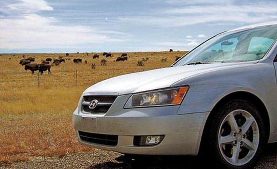 2007 Nissan Versa hatchback - Slide 9