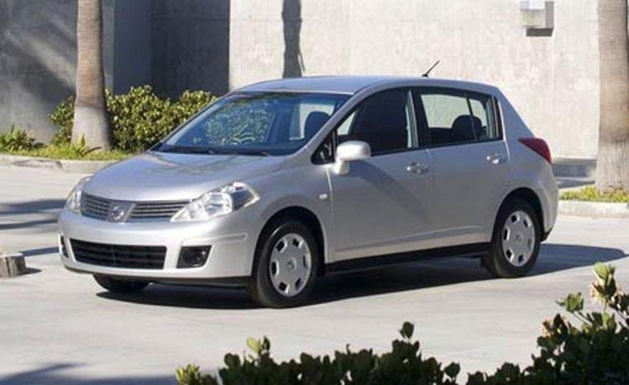 2007 Nissan Versa hatchback - Slide 1