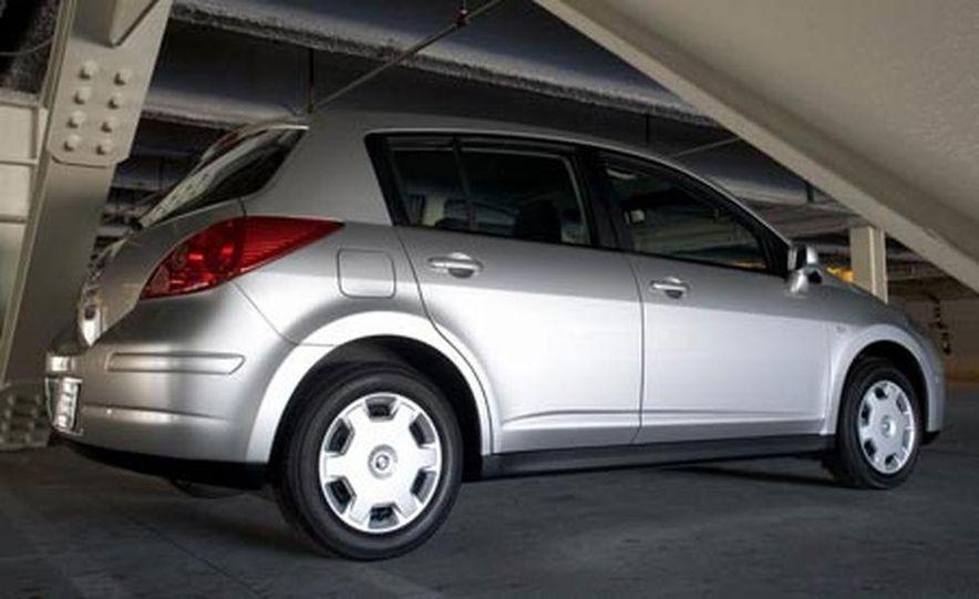 2007 Nissan Versa hatchback - Slide 2