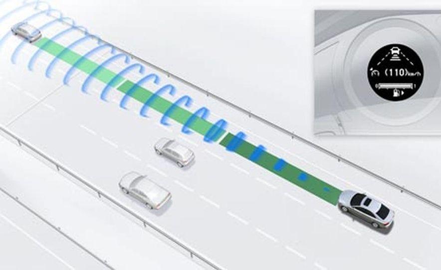 Infinti Lane Departure Warning System illustration - Slide 9