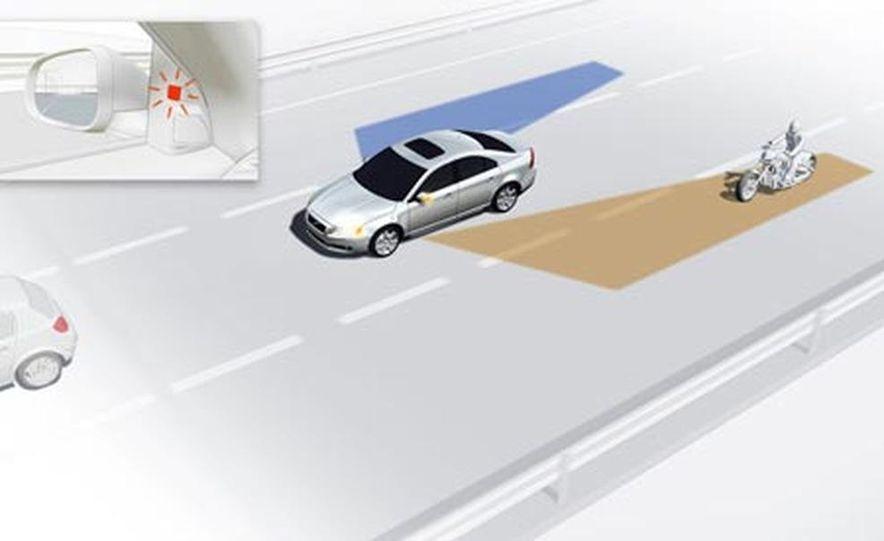 Infinti Lane Departure Warning System illustration - Slide 8