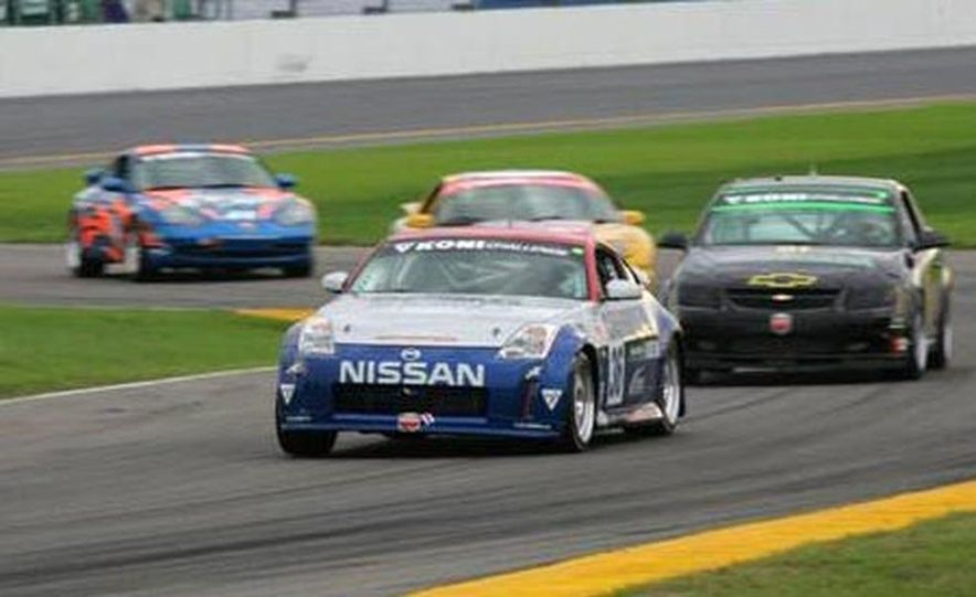 The 350Z in brief glory at Daytona before its fateful motor explosion. - Slide 4