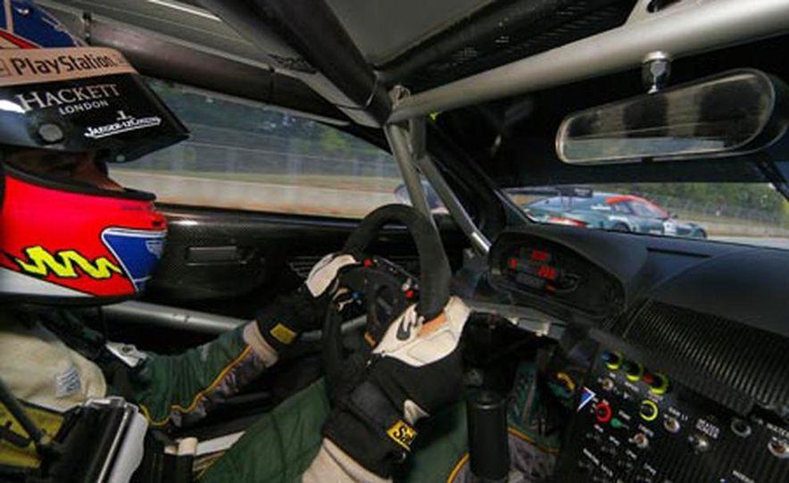 Aston Martin DBR9 - Slide 9