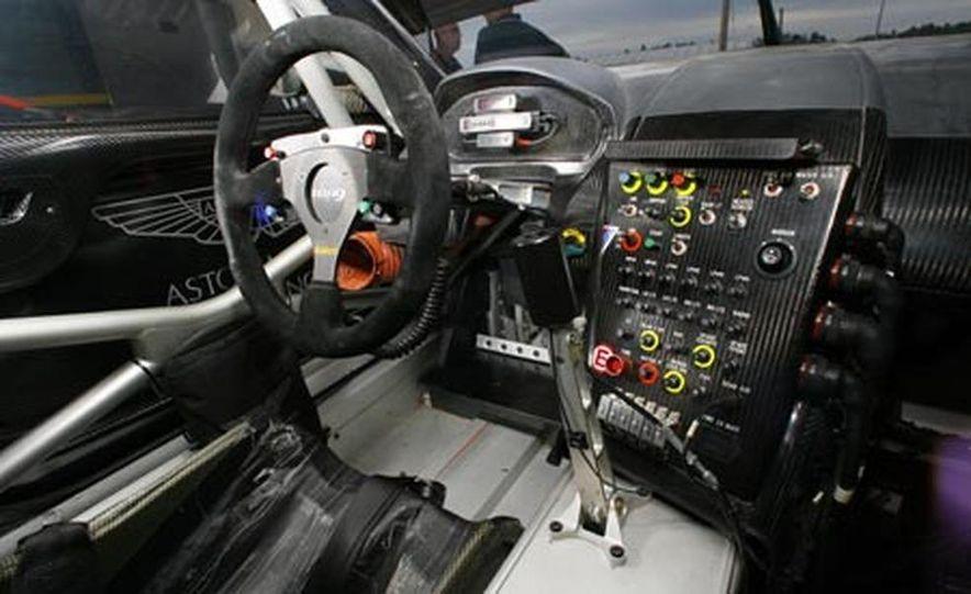 Aston Martin DBR9 - Slide 10