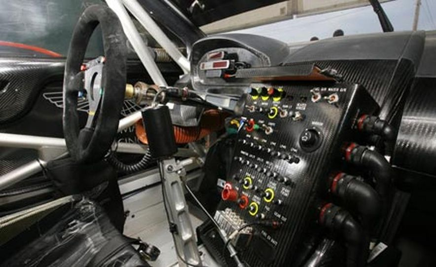 Aston Martin DBR9 - Slide 11