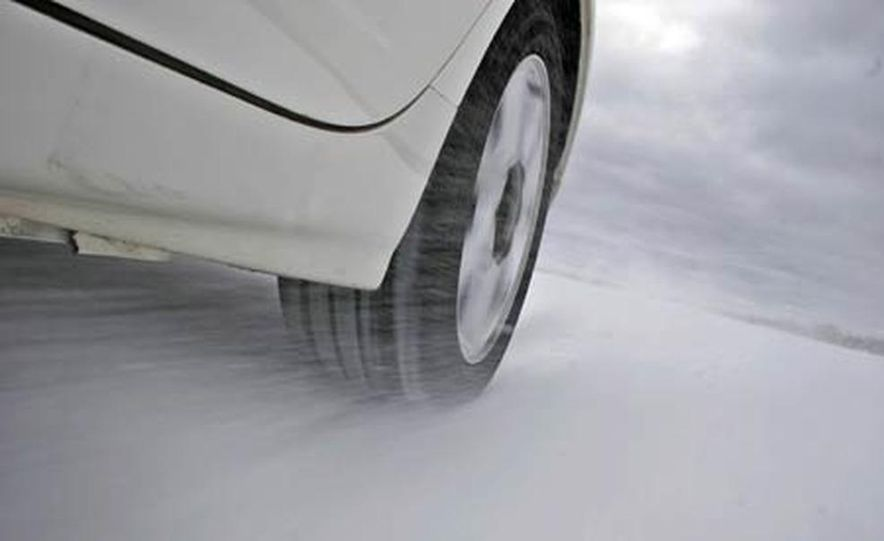 Cadillac CTS during snow testing - Slide 8