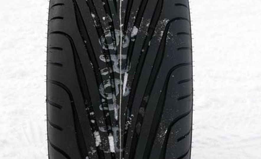 Cadillac CTS during snow testing - Slide 17