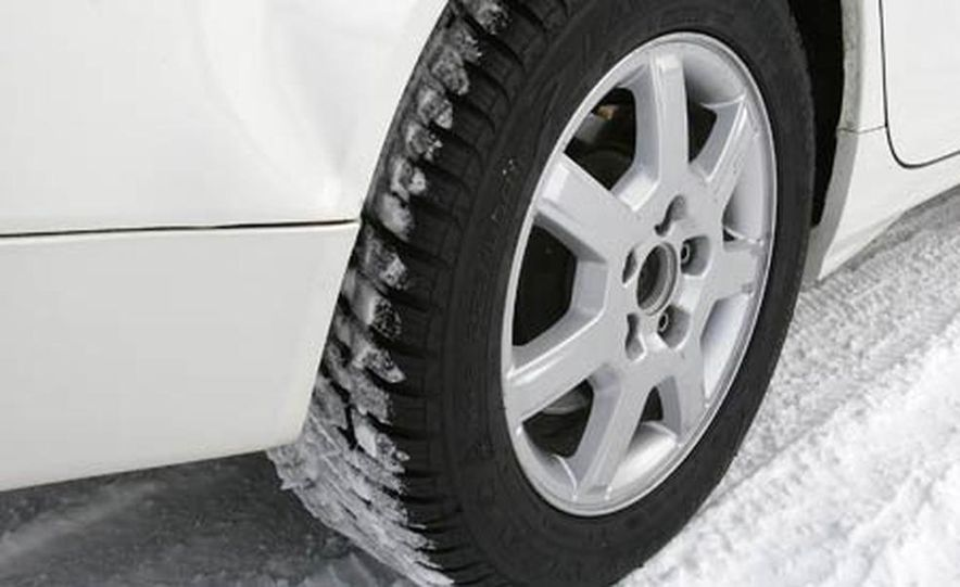 Cadillac CTS during snow testing - Slide 21