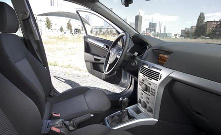 2008 Saturn Astra 3-door - Slide 19