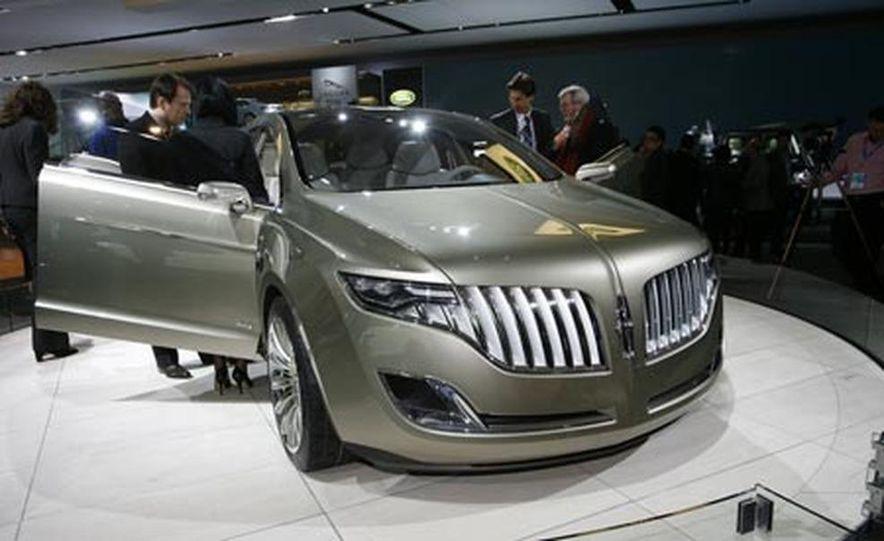 Lincoln MKT concept - Slide 1