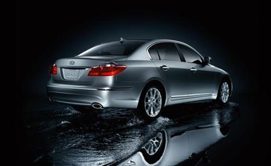 2009 Hyundai Genesis - Slide 2