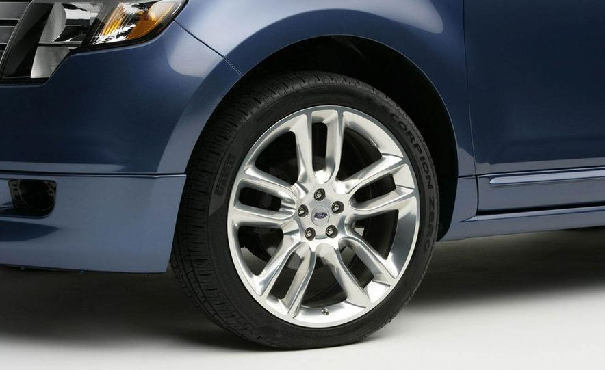 2009 Ford Edge Sport - Slide 8