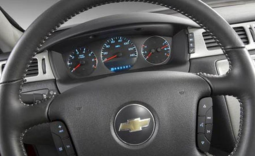 2009 Cadillac Escalade Platinum interior - Slide 9