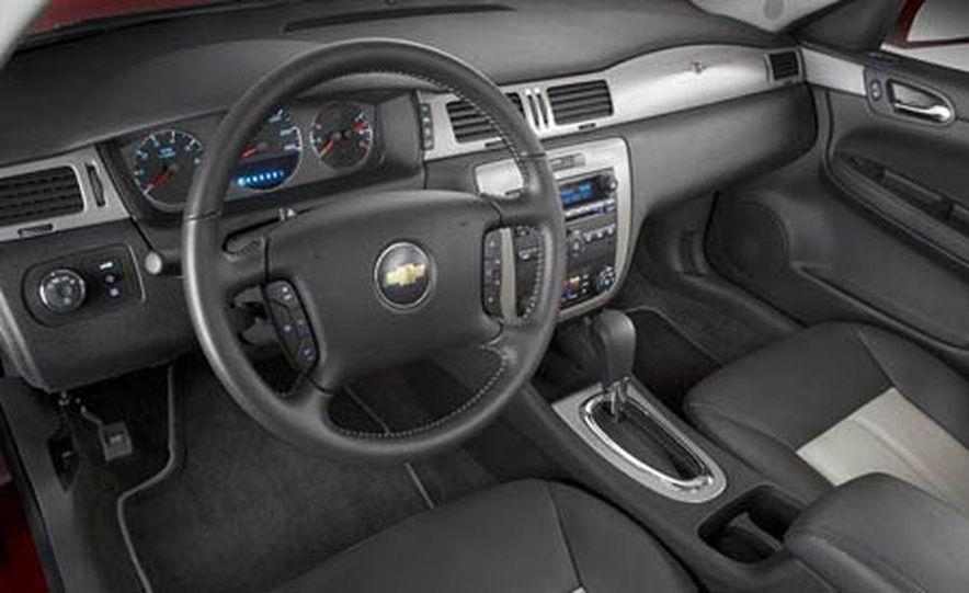 2009 Cadillac Escalade Platinum interior - Slide 6