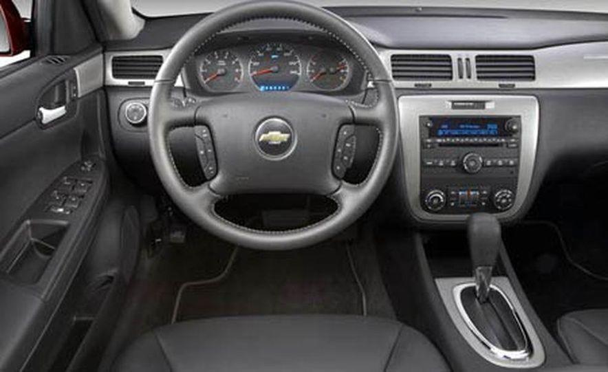 2009 Cadillac Escalade Platinum interior - Slide 7