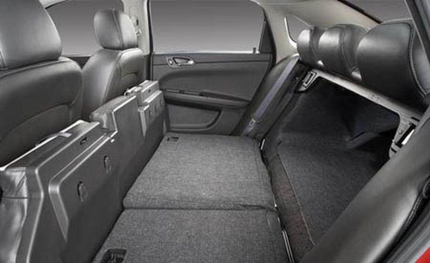 2009 Cadillac Escalade Platinum interior - Slide 13